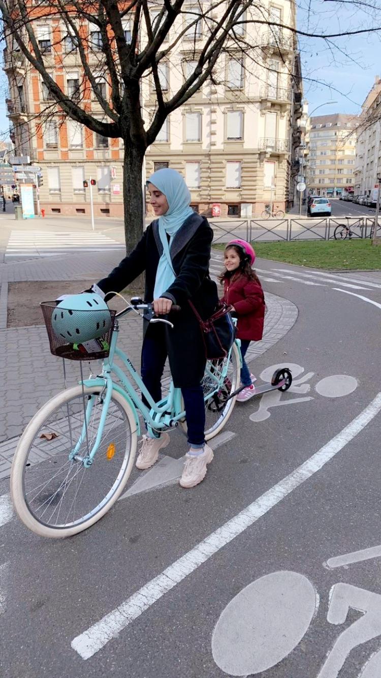 Alya vélo dans Strasbourg
