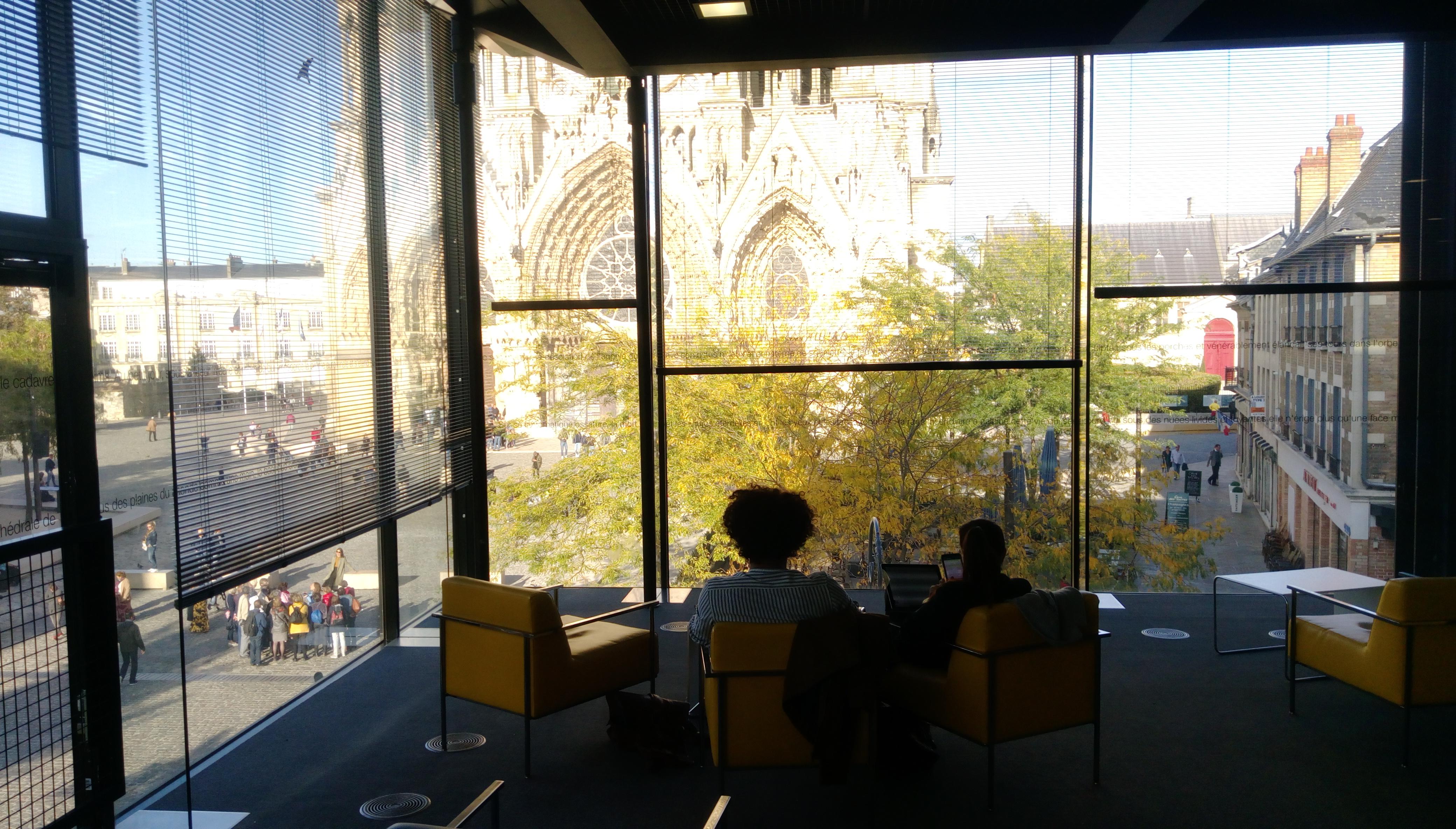 Vue de la cathédrale depuis la médiathèque